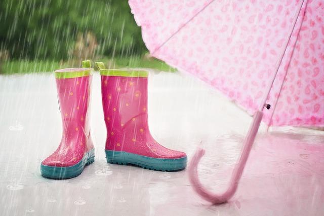 Hujan rintik lebih berbahaya dari hujan deras, benarkah?