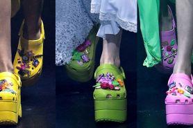Kolaborasi Balenciaga X Crocs, sepatu biasa jadi naik level nih
