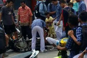 Sok-sokan jumping di jalan, pelajar ini kakinya masuk ke roda motor