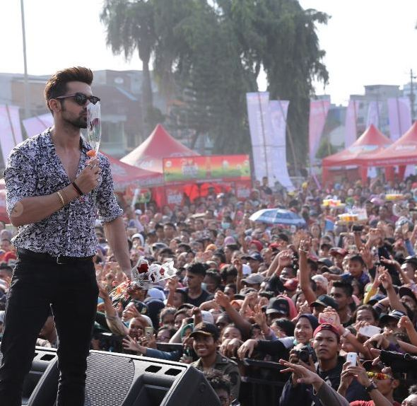 Gaya Seleb India Ketemu Fans Indo © 2017 brilio.net