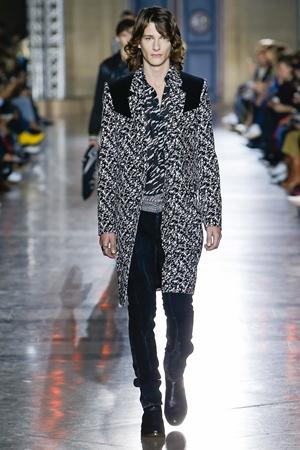givenchy Paris Fashion Week 2017  © 2017 berbagai sumber