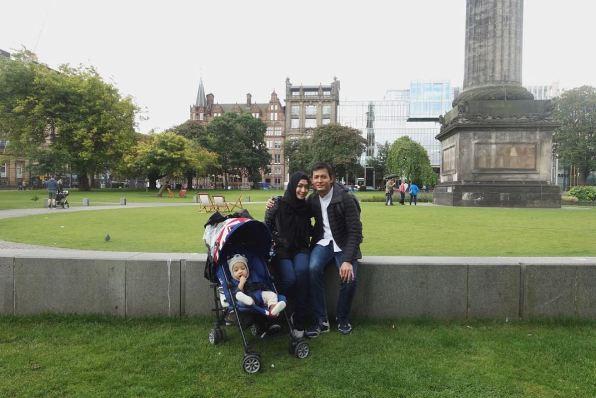 Fedi Nuril Liburan Keluarga Edinburg © 2017 brilio.net
