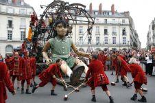 10 Pertunjukan memukau sirkus boneka raksasa, mata jadi ogah berkedip