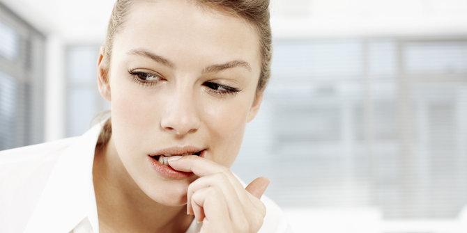 7 Akibat fatal di balik kebiasaan gigit kuku, bisa sampai membusuk