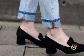 Padu padan 7 model sepatu & celana jeans ini bikin tampilan makin chic