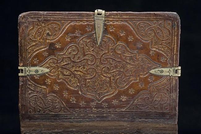 Buku kuno ini bisa dibuka dari 6 sisi, isinya tak akan kamu duga