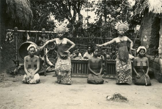 15 Foto langka dan jadul penari Bali era 1900-1930, cantiknya alami