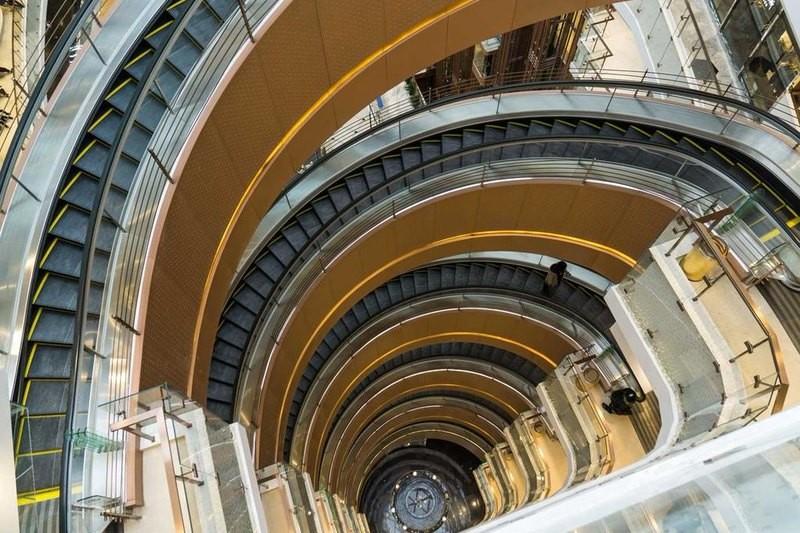 8 Eskalator paling unik di dunia, ada yang panjangnya hampir 1 km