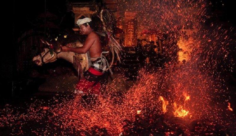 9 Tarian mistis khas Indonesia ini bikin penonton bergidik ngeri