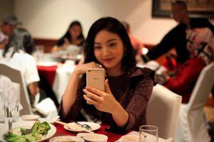 10 Kebiasaan sepele pakai smartphone ini nggak kamu sadari picu bahaya