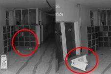 Ngerinya aktivitas hantu terekam kamera, kertas sampai terbang sendiri