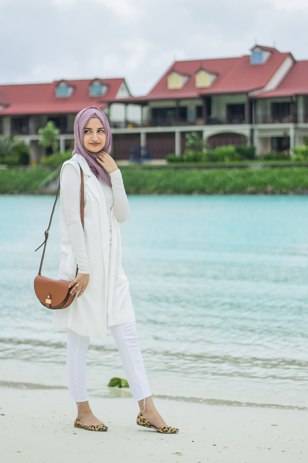 outift hijaber ke pantai  © 2017 berbagai sumber