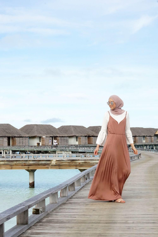 8 Ide Outfit Hijaber Untuk Ke Pantai Yang Nyaman Simpel