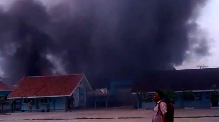 6 Potret kondisi saat dan usai kebakaran gudang petasan di Kosambi