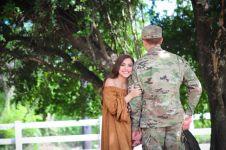 Foto pre-wedding pasangan ini bikin bingung warganet, kenapa ya?