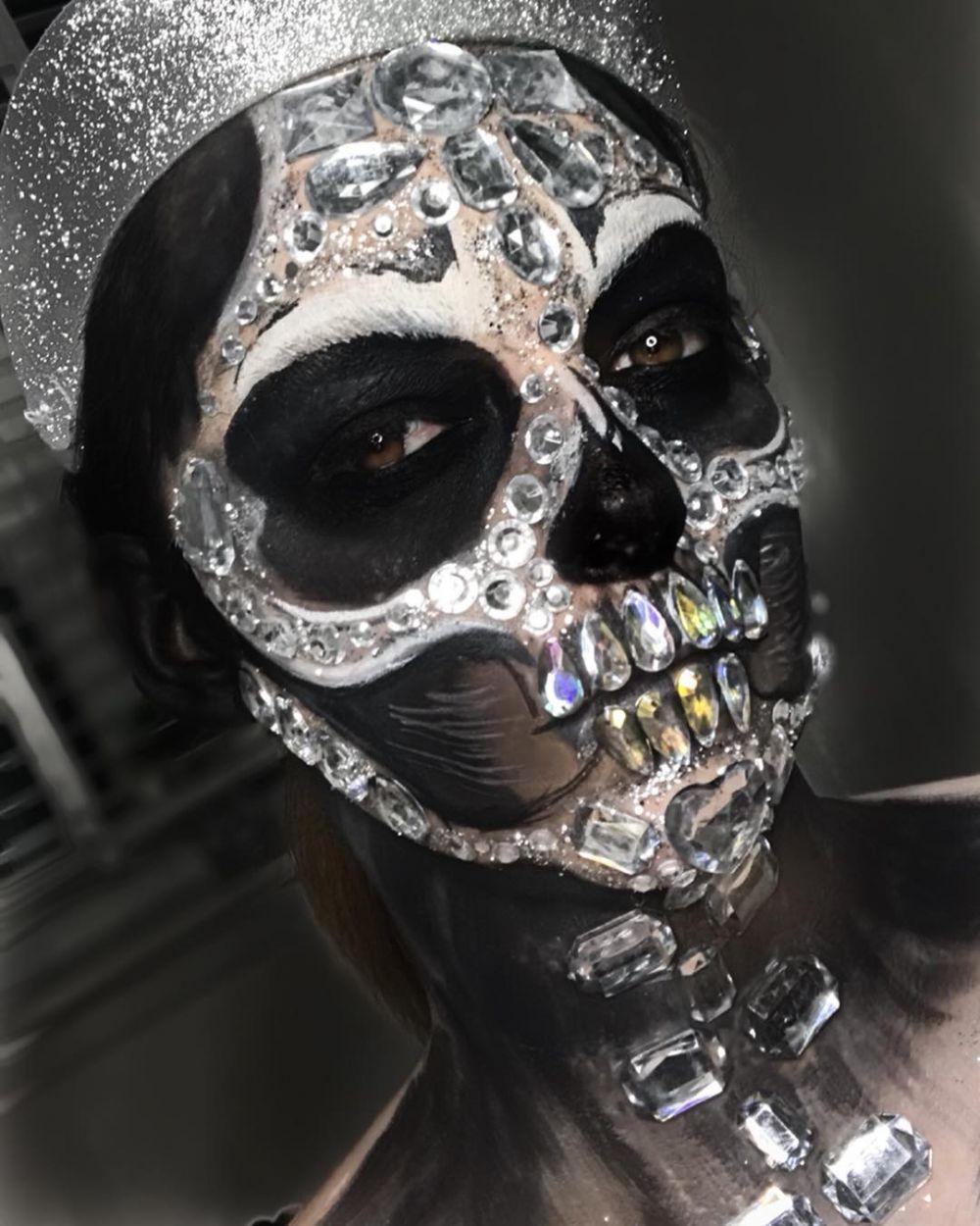 rhinestone skulls  © 2017 berbagai sumber