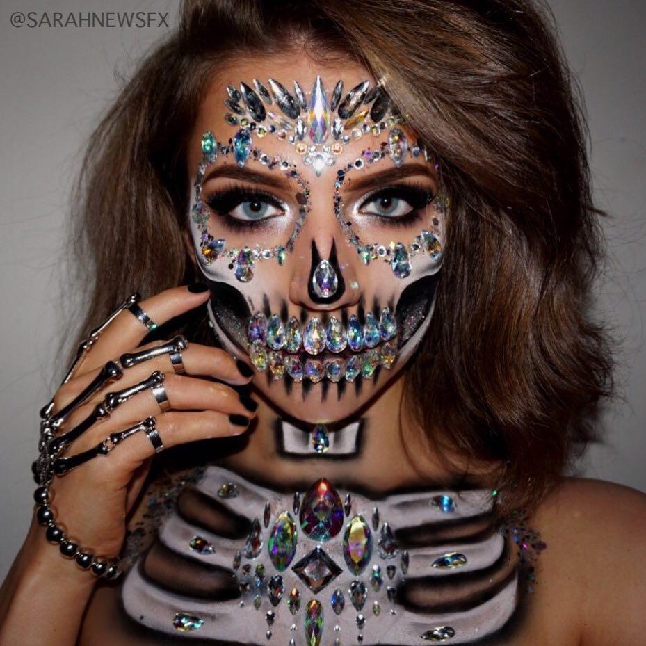 Rhinestone Skulls, tren makeup tengkorak berkilau yang kreatif abis