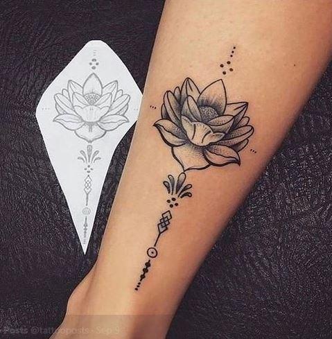 10 Tato Bunga Ini Bikin Cewek Makin Terlihat Seksi