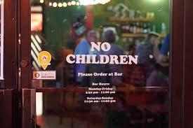 Restoran ini tak bolehkan anak-anak makan di tempat, kenapa tuh?
