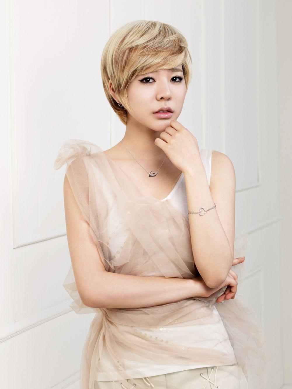 8 artis korea ini makin cantik dengan rambut pixie cut