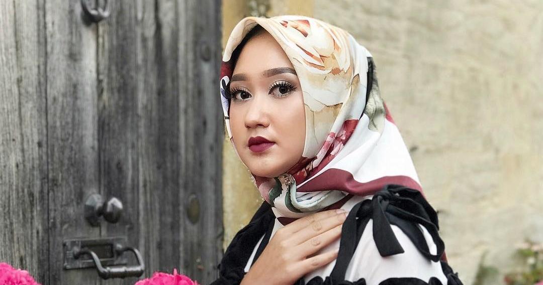 6 Tips Padu Padan Hijab Dengan Warna Lipstik Biar Anggun Dan San