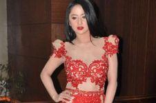 Video berbusana transparan saat manggung viral, ini kata Dewi Perssik