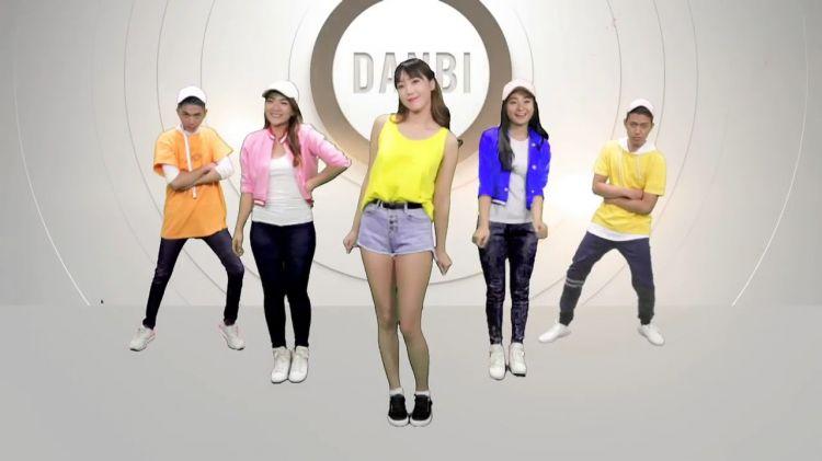 10 Gaya imut Danbi, model Korea yang lagi belajar ...