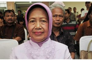 Potret Ibunda Jokowi di pernikahan Kahiyang-Bobby ini bikin pangling