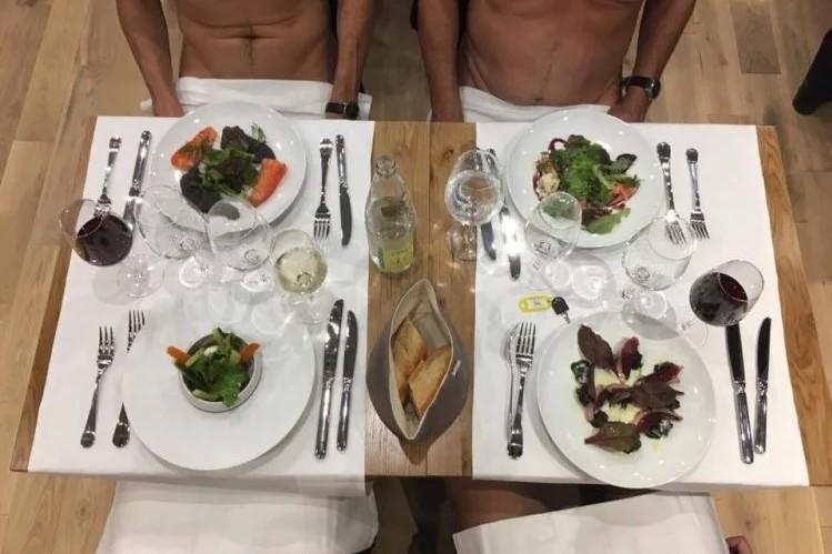Restoran ini punya aturan makan nyeleneh, para tamu harus telanjang