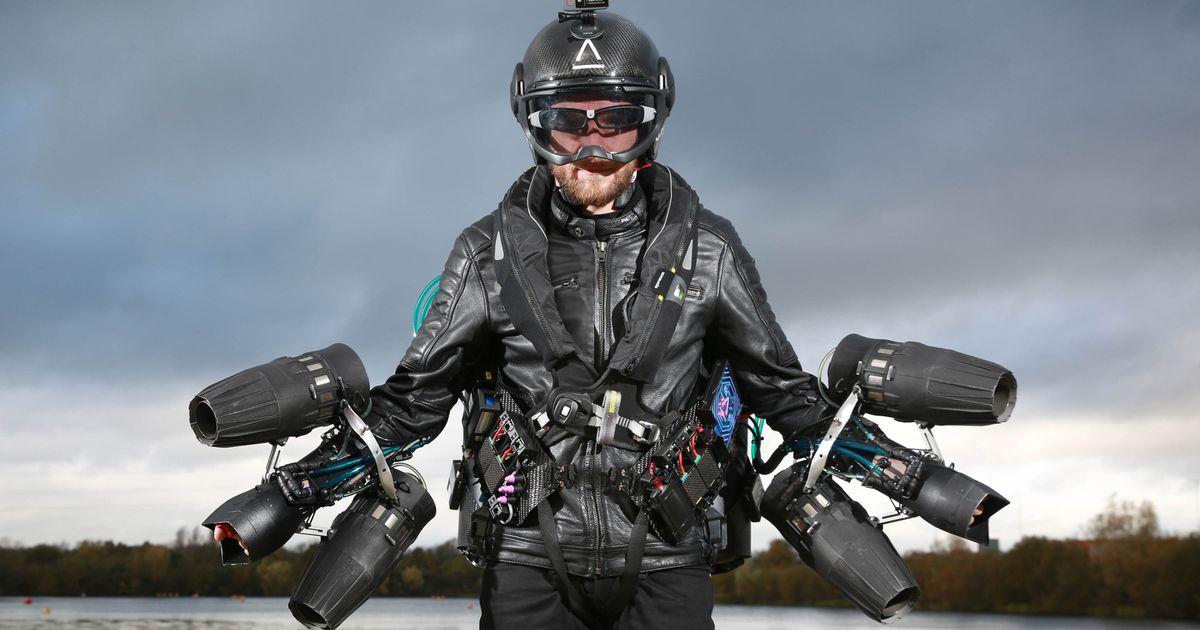 Kekuatan di balik kostum aneh ini luar biasa, terbang bak Iron Man