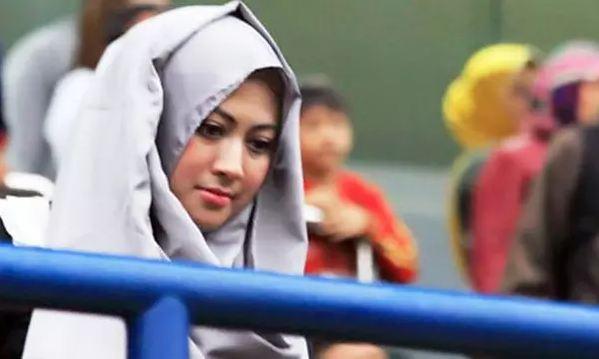 Gaya istri 5 punggawa Bhayangkara FC, siap temani angkat trofi nih