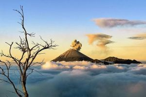 10 Potret indahnya panorama di atas awan, bak di negeri dongeng