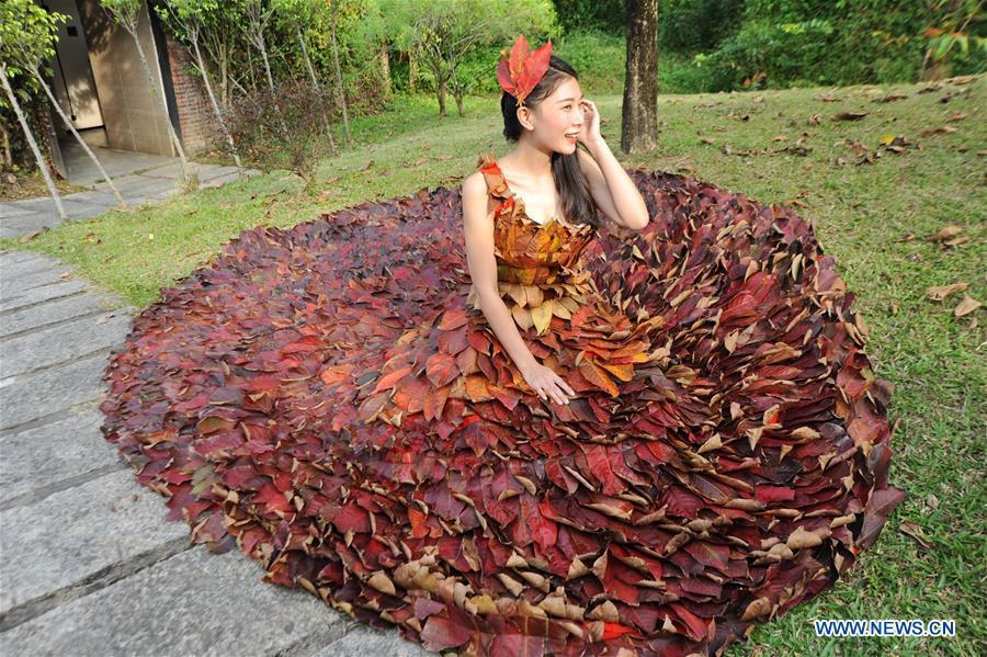 gaun dari daun 1-8 © 2017 brilio.net