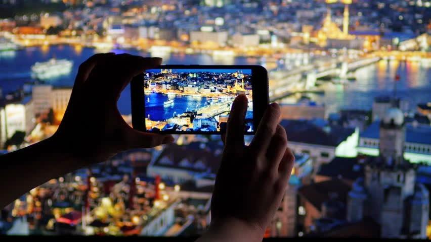 5 Pilihan smartphone yang andal buat berburu foto di malam hari