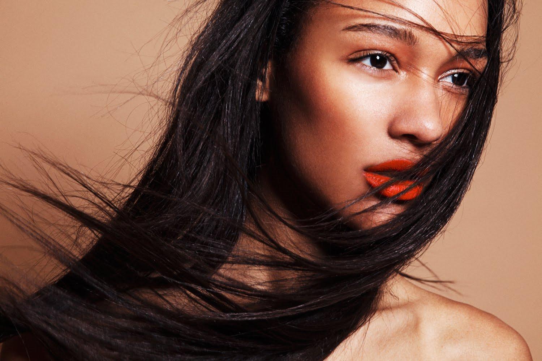6 Lipstik oranye terbaik di bawah Rp 100 ribu, bikin makeup look cerah