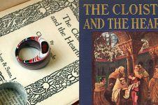 Buku tua ini disulap jadi 10 perhiasan cantik, kreatif abis
