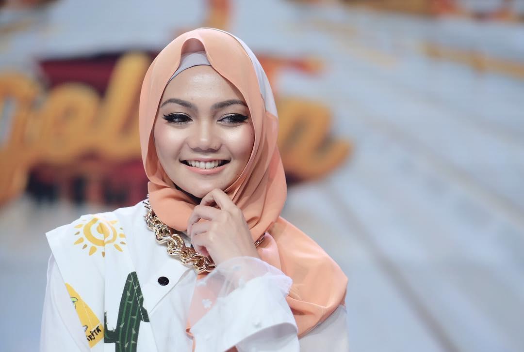 5 Seleb ini pernah bikin heboh gara-gara pamer foto tanpa hijab