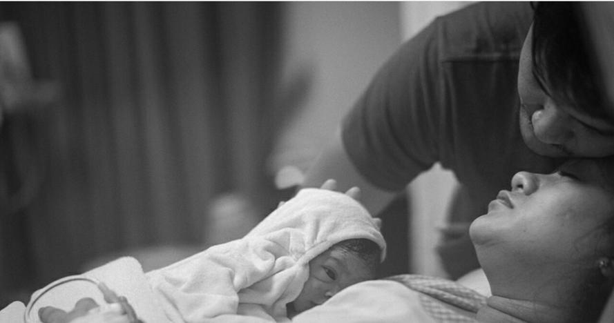 7 Momen haru kelahiran anak pertama Puadin Redi-Ryana Dea