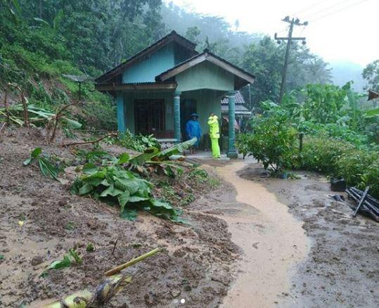 banjir evakuasi pacitan © 2017 brilio.net