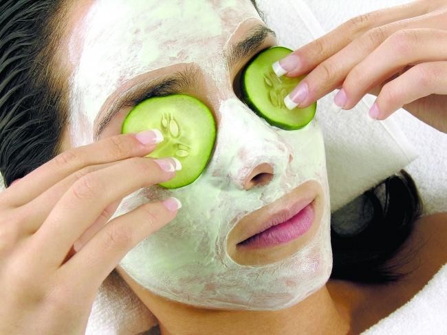 8 Bahan makanan yang bisa dibuat masker wajah, pancarkan cantik alami
