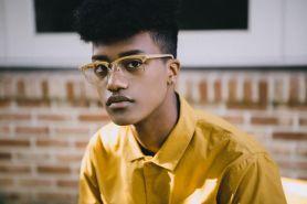 8 Potret Han Hyun-min, model kulit hitam pertama asli Korea Selatan