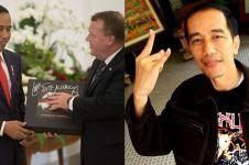 Jokowi sumringah dapat vinyl Metallica, begini respons Lars Ulrich