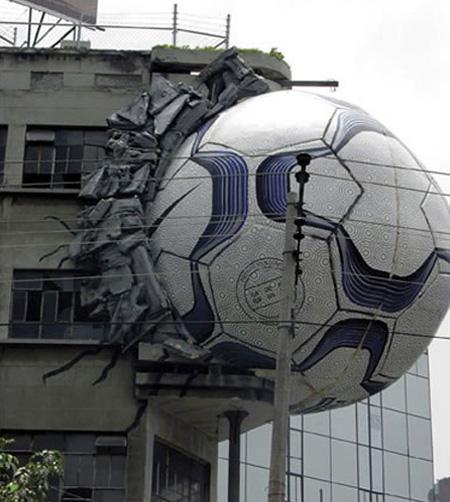 10 Iklan kreatif memanfaatkan gedung, idenya di luar kepala