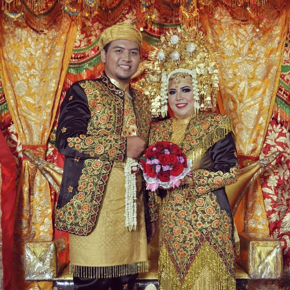 4 Mahkota pakaian adat paling berat di Indonesia, ada yang ...