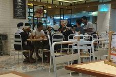 Sikap satu keluarga ajak orang Baduy makan di mal ini bikin haru