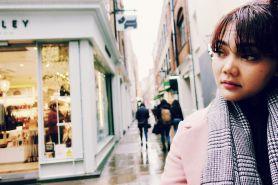 Usai dihujat warganet, Rina Nose asyik solo traveling ke London