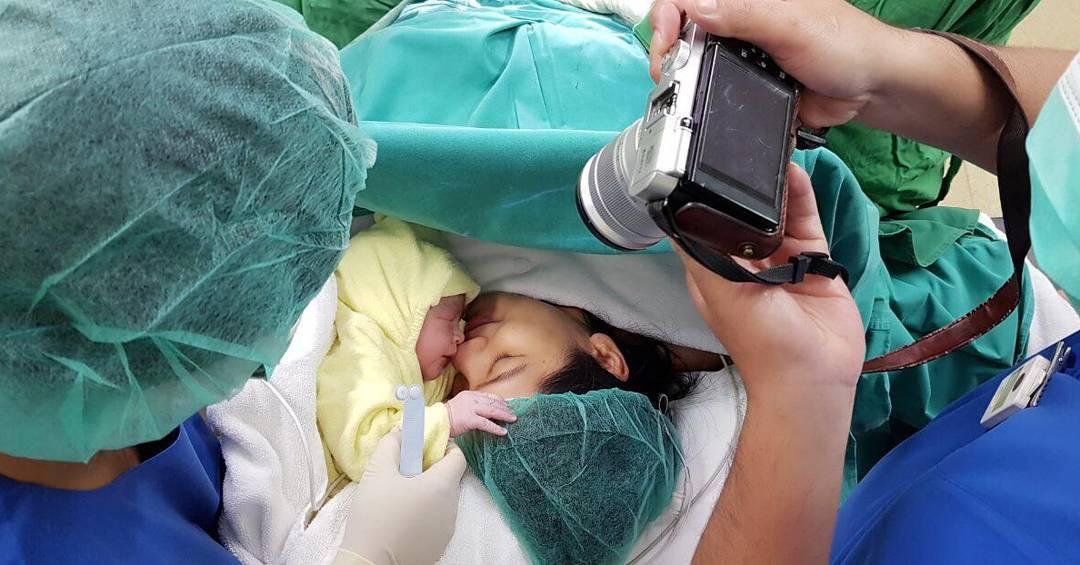 Istri melahirkan anak kedua, Christian Sugiono unggah foto menyentuh