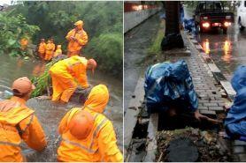 8 Potret aksi petugas menangani banjir di DKI Jakarta