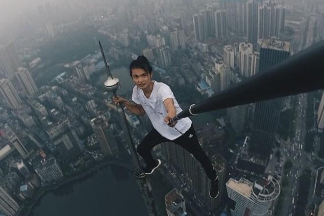 5 Fakta Yong Ning, penggila selfie ekstrem yang jatuh dari lantai 62