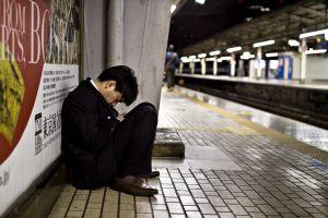 10 Potret sibuknya pekerja Jepang, tak punya waktu tidur di rumah